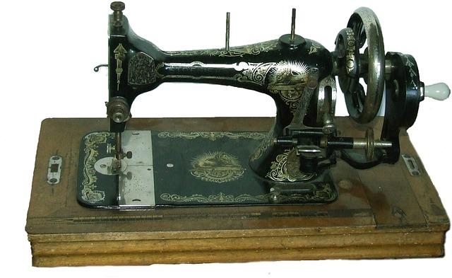 historický šicí stroj