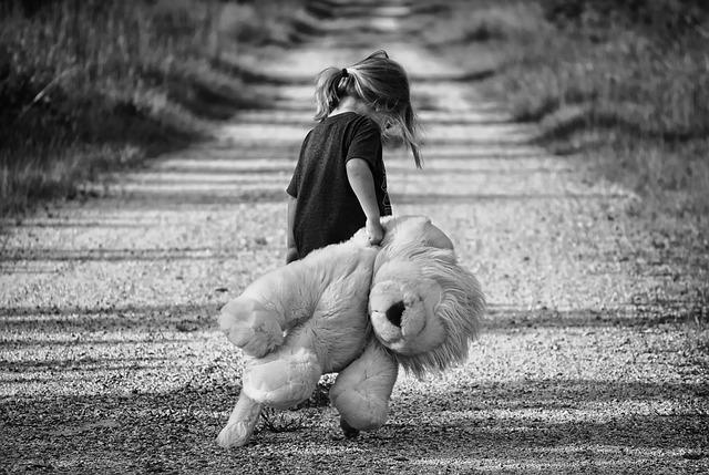 dívka na cestě.jpg